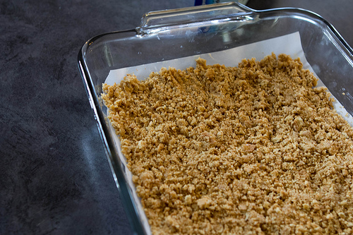 a graham cracker crumb crust